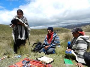 Las y los catequistas se desplazan a las comunidades para realizar su Misión . Diócesis de Chimborazo, Ecuador