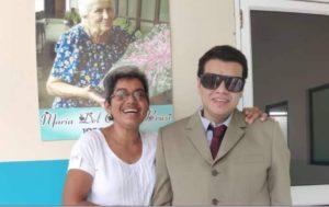 Bachita con el abogado  ciego Jacinto Mendez, exalumno de la Unidad Educativa de Ricaurte